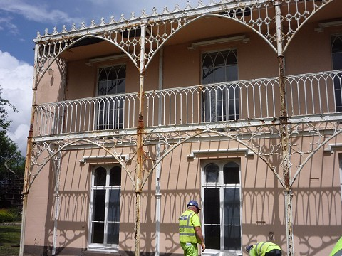 The veranda was in a poor state with many heavily corroded and damaged castings.
