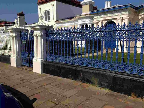 The original cast iron gates and railings had numerous paint layers, obscuring the ornate detail behind.