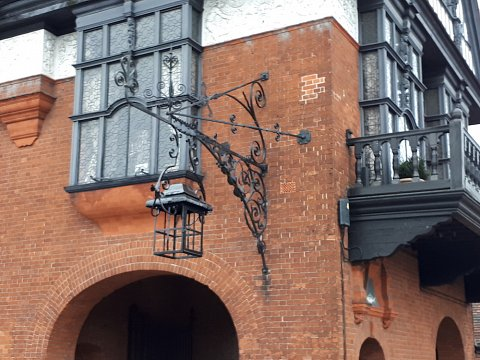 We carried out sensitive structural repairs, on and off site to the lantern and its supporting scroll bracketry. The complete structure now needs to be cleaned back to bright metal and protected with a full paint system.